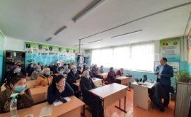 Бакыт Кожокматов айыл эли үчүн медиа маалыматтык сабаттуулук семинарын өтуп жаткан учуру
