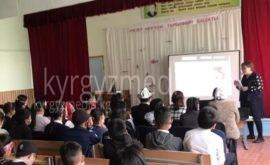 Апрель айында Сокулук районунун Кызыл-Туу айылында медиа сабаттуулукка арналган семинар болгон